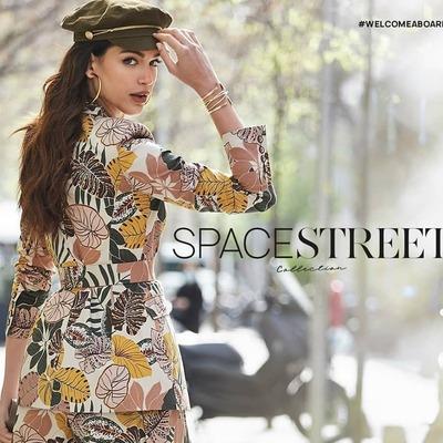 SPACE FLAMINGO by @pau_eche 💛 STREET COLLECTION  #spaceflamingo #spaceflamingomadrid #spaceflamingoonline #spaceflamingobypaulaechevarria #paueche #paulaechevarria #coolthesack #multibrandstore #spaceflamingomadrid #go