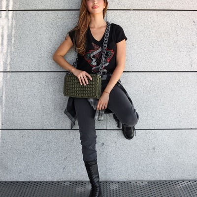 Get The Look! 💚 Bolso North by Wow Camiseta, Camisa y jeans FIVE JEANS Botas ASH  Modelo @lau_montesss  #northbag #nortbags #wowbag #wowbags #wowcollection #handmade #fivejeans #fivejeansonline #multibrandstoresonline #shoppingnow