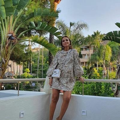 @pau_eche ladies night con vestido de SAMSOE by Cool ULTIMAS TALLAS disponibles al 60% OFF ⚡️💛  #paulaechevarrialooks #paulaechevarria #paulaechevarríastyle #paueche #coolthesackonlineshop #coolthesackcoleccion #coolthesack #samsoe #samsøesamsøe